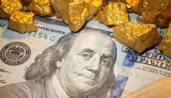 قیمت دلار و طلا در معاملات روز دوشنبه / دلار در بالاترین سطح دو هفته اخیر قرار گرفت
