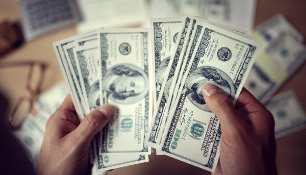 چه عواملی موجب افت دلار و رشد طلا شد؟