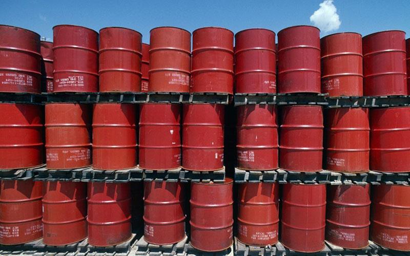 کاهش قیمت نفت با رشد ذخایر آمریکا