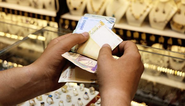ارزانی دلار و طلا در روز گرانی خودرو / شاخص بورس تقویت شد / اینترنت چه زمانی وصل میشود؟