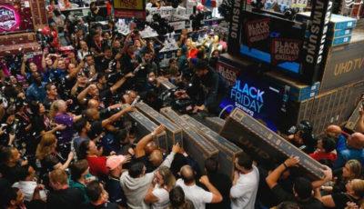 هجوم مردم جهان به فروشگاهها در «جمعه سیاه» (گزارش تصویری)