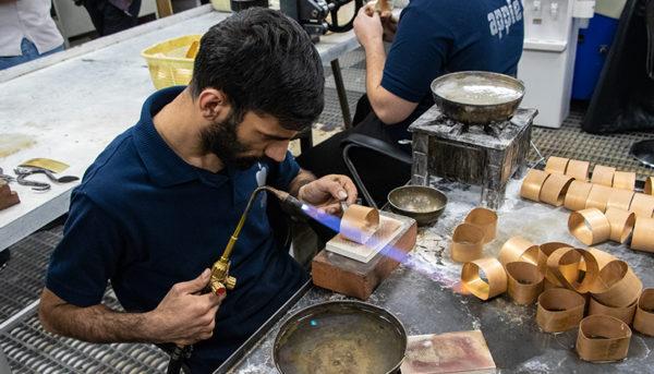 آیا قیمت طلا در شب یلدا گران میشود؟ / پیشبینی قیمت طلا تا پایان هفته