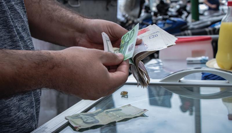 علل ارزانی دلار / سیگنالهای معاملهگران برای آینده ارز