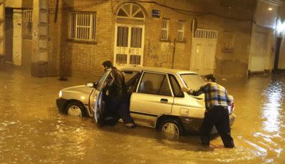 آب گرفتگی عمیق اهواز پس از سه ساعت بارندگی (گزارش تصویری)