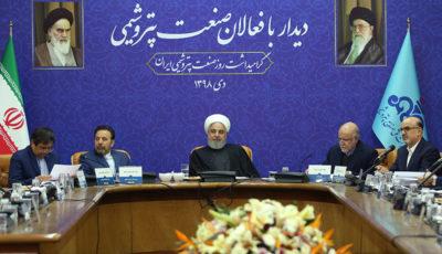 روحانی دور میز فعالان پتروشیمی (گزارش تصویری)
