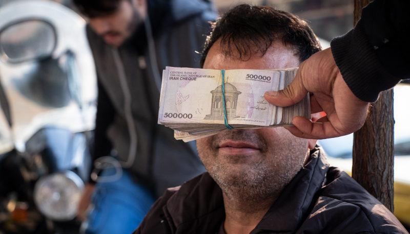 همه بازارها نزولی شدند / سقوط ۵ درصدی قیمت دلار در یک روز / وعده ثبات ارزی در روزهای پیشرو