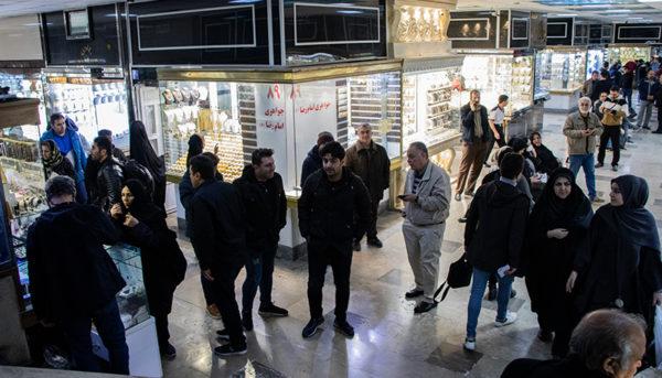 طلا و خودرو ارزان شدند / شاخص بورس مثبت ماند / آخرین اخبار از وضعیت کرونا در ایران