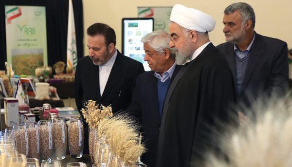 حضور رئیس جمهور در نمایشگاه محصولات کشاورزی (گزارش تصویری)
