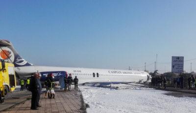 خروج هواپیمای مسافری تهران – ماهشهر از باند فرودگاه (گزارش تصویری)