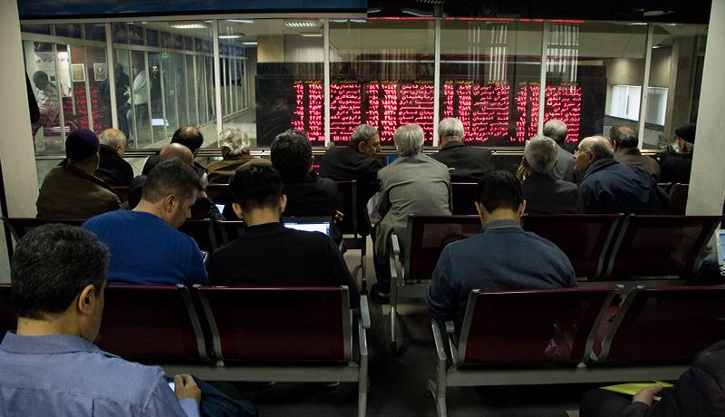 اولین رفتار معاملهگران در بورس سهشنبه / صفهای خرید تشکیل شد