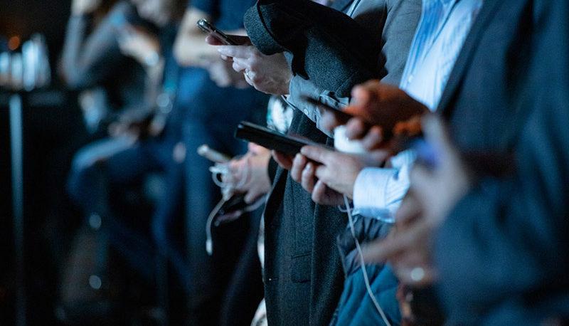 در هیاهوی اخبار و شبکههای اجتماعی حقیقت کجاست و واقعیت چیست؟