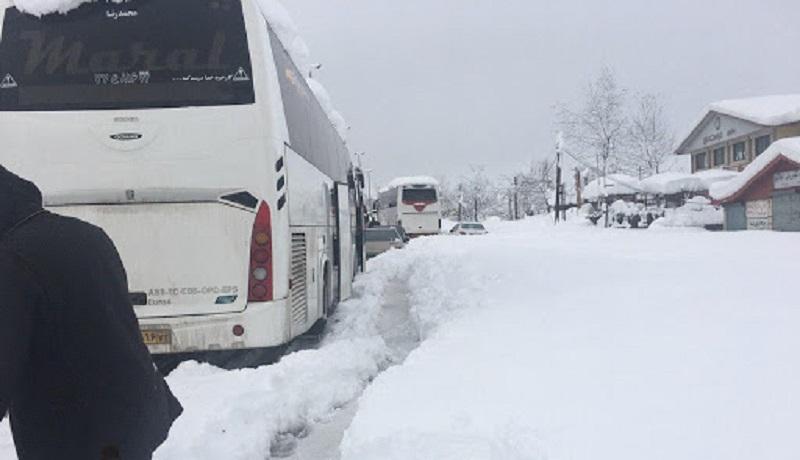 آخرین اخبار از برف در استان گیلان / گرفتاریهای مردم گیلان و مسافران در جادهها
