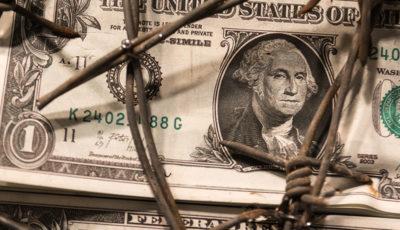 سقوط ارزش دلار پس از کاهش نرخ بهره