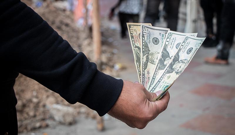 دلار شنبه را چطور آغاز میکند؟ / افت سنگین قیمت دلار در آخرین کارنامه روزانه