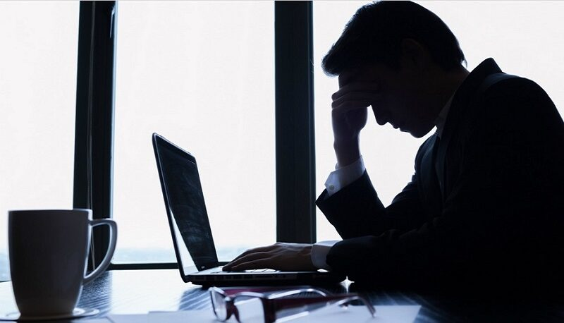 فرسودگی شغلی چیست و چطور کسبوکارها را بهخطر میاندازد؟