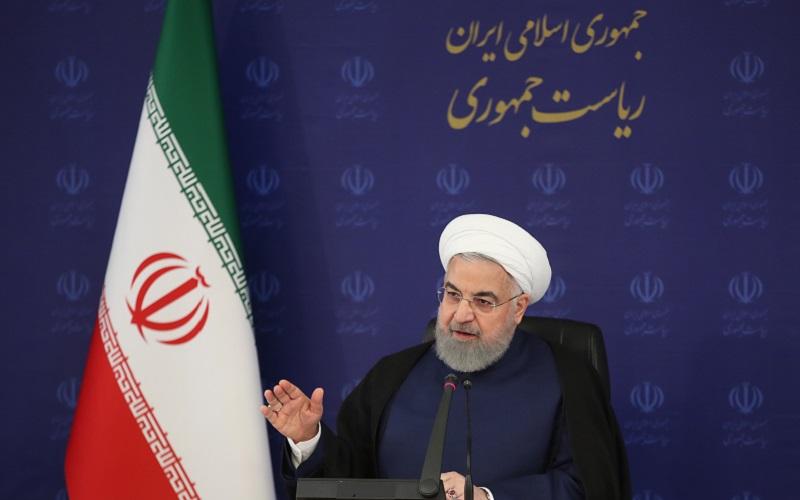 دستور روحانی به وزارت صمت برای تولید ماسک ارزان / اگر مجبور شویم همه محدودیتها را برمیگردانیم