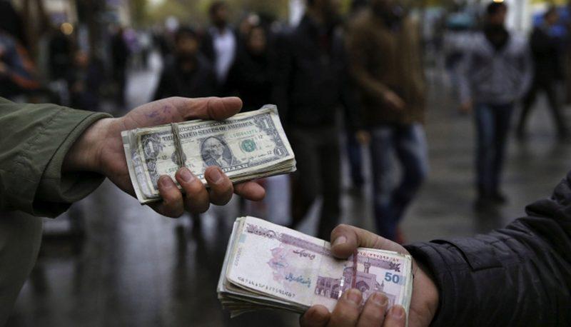 نگاه مردم به دلیل کاهش قیمت دلار / چرا دلار ناگهان ریخت؟