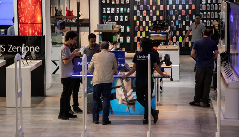 از ابتدای سال تاکنون واردات آیفون ممنوع است / فروش گوشیهای قاچاقی در بازار