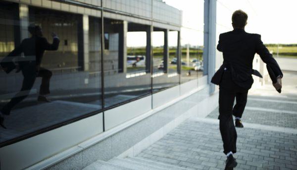 محل کارتان چقدر به سلامت شما آسیب میزند؟ ۶ نشانه محیط کار مخرب و راههای مقابله با آن