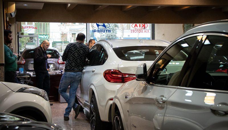 پیشبینی قیمت خودرو تا نیمه مهر ماه / قیمتگذاری خودروهای خارجی با دلار ۴۰هزار تومانی