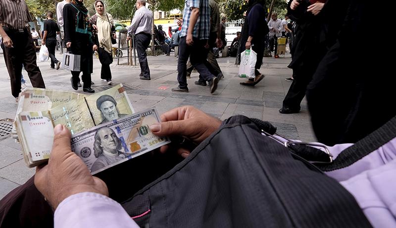 دلیل عقبنشینی معاملهگران ارزی / آخرین قیمت دلار تا پیش از امروز 13 آذر