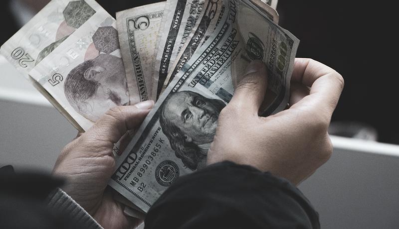 تاثیر تورمی تغییر نرخ ارز در بودجه / کسری بودجه تشدید میشود؟