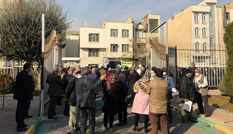 تجمع تعدادی از بازنشستگان تامین اجتماعی مقابل سازمان برنامه و بودجه