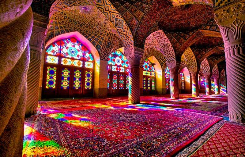 آیا شما هم عاشق نور و رنگ شیشه و آرامشی که ایجاد میکنه هستید؟