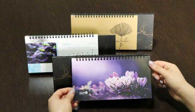 خرید هوشمندانهی تقویم رومیزی ۱۴۰۰ در سایت گاموت پرینت