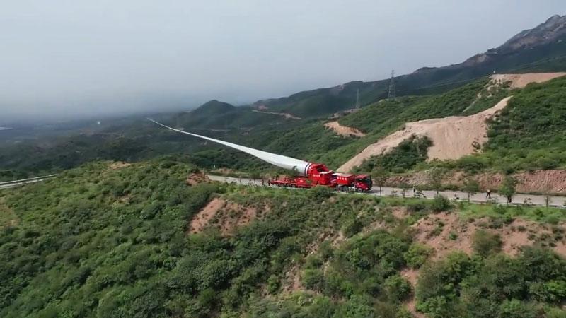 جابجایی پره ۷۰ متری یک توربین بادی در چین (ویدئو)