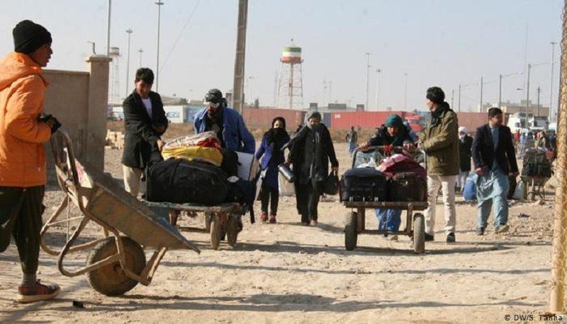 واکنشها به مهاجرت افغانستانیها از ایران / بیکاری با رفتن مهاجران کم میشود؟