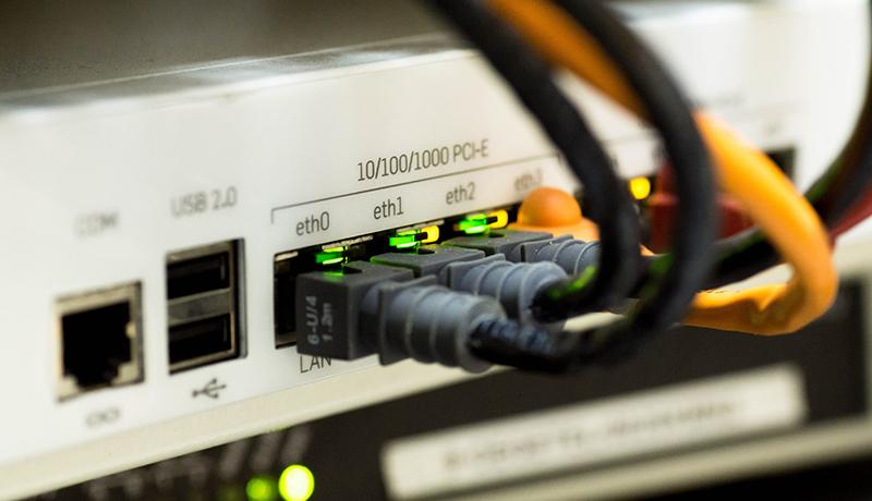 مشکل اینترنت ثابت در ایران چیست؟/ از کمبود سرمایهگذاری تا شرایط آب و هوایی