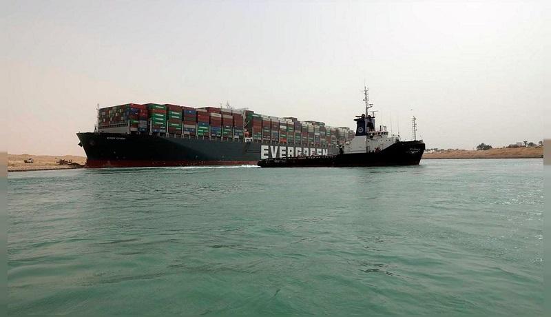 آغاز تحقیقات برای یافتن علت زمینگیر شدن کشتی «اور گیون»
