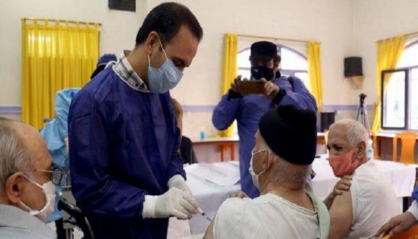 پایان واکسیناسیون سالمندان تا پایان خرداد؟ / اشک خوشحالی برای دریافت واکسن