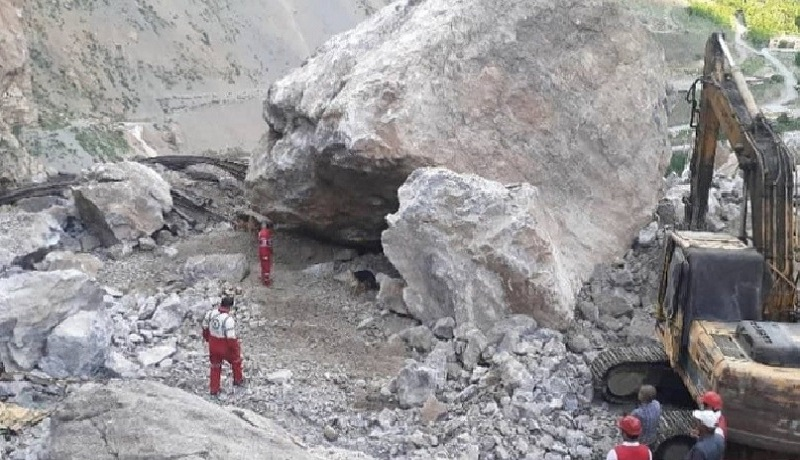 دو کشته بر اثر ریزش سنگ در آزادراه تهران-شمال