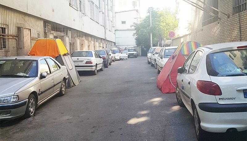 روایت خیابانخوابی همراهان بیمار در تهران / «دو ماه زندگی در یک چادر دو متری!»