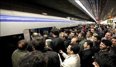 ازدحام و اعتراض مسافران در مترو صادقیه + فیلم