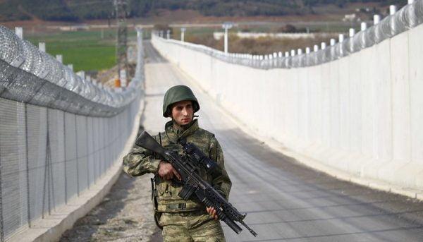 چرا ترکیه بین مرز خود و ایران دیوار میسازد؟