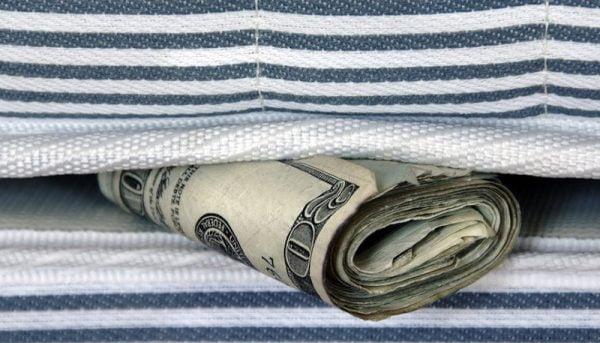 ایرانیها چقدر «پول زیر تشک» دارند؟/ پیروی از الگوی پساندازِ چین و ژاپن