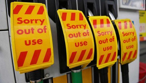 مشکل بنزین در بریتانیا/ صادرات بنزین ایران به انگلیس شدنی است؟